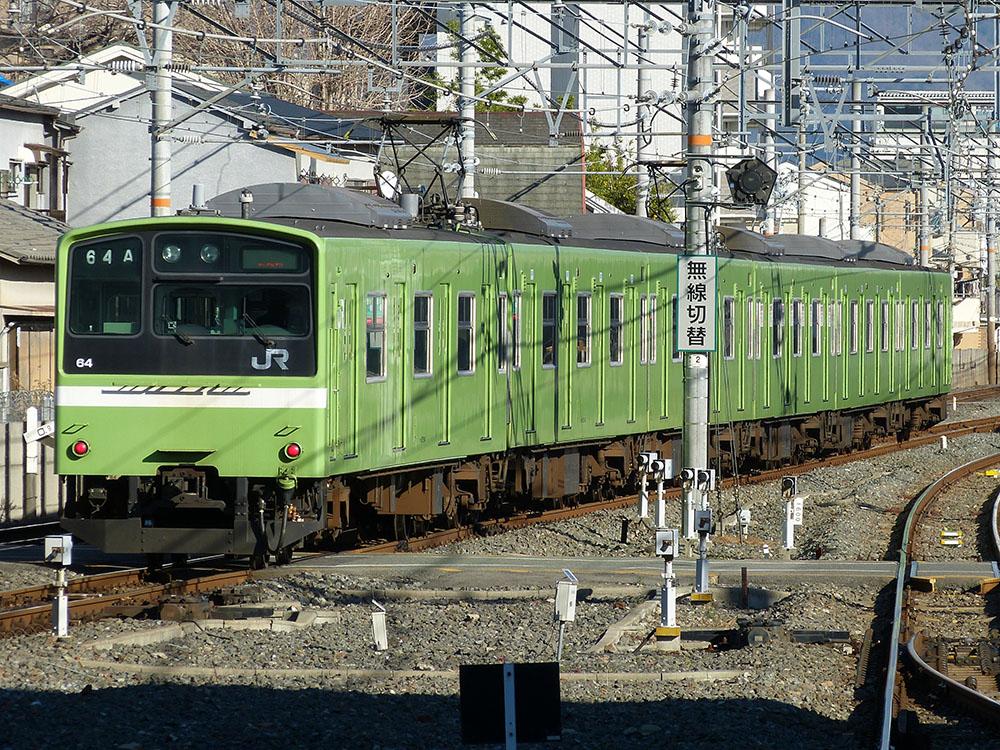 奈良所ウグイス色201系。