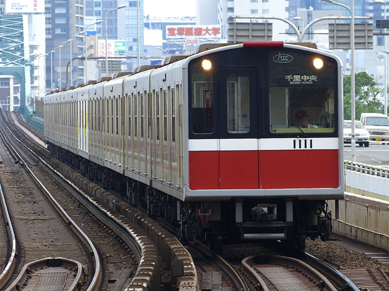西中島南方駅に入線する10系1811F