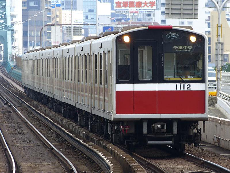 西中島南方駅に入線する10系1812F
