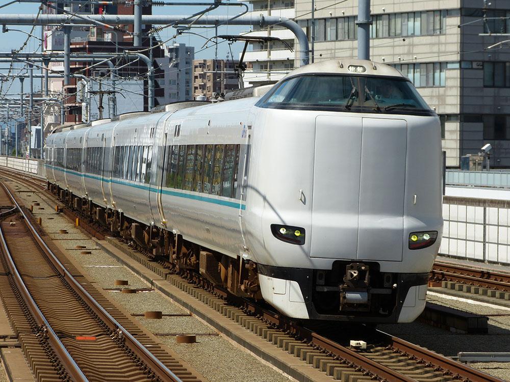 鶴ケ丘駅にて 287系特急くろしお号
