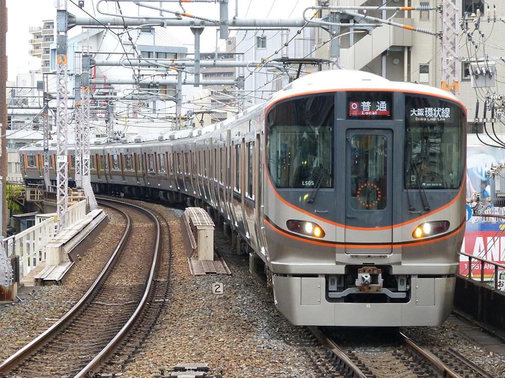 天満駅に入線する大阪環状線323系