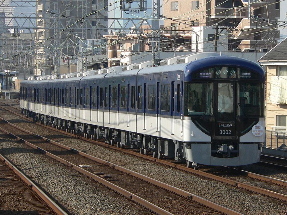 新たな種別「快速急行」で出町柳へ向かう京阪3000系。千林駅にて