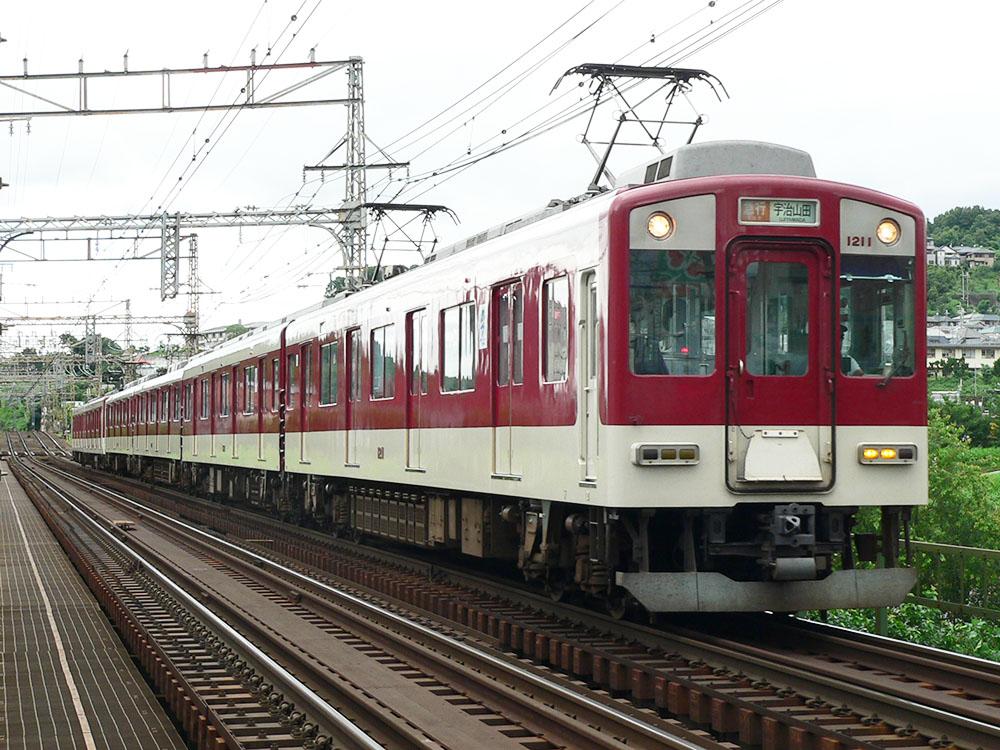 近鉄大阪線河内国分付近を走行する1211F急行