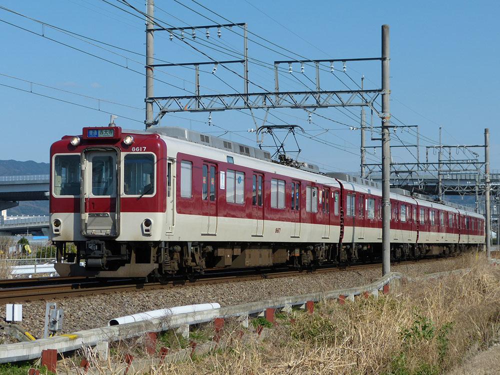 近鉄天理線を走行する8600系8617Fによる大和西大寺行き普通