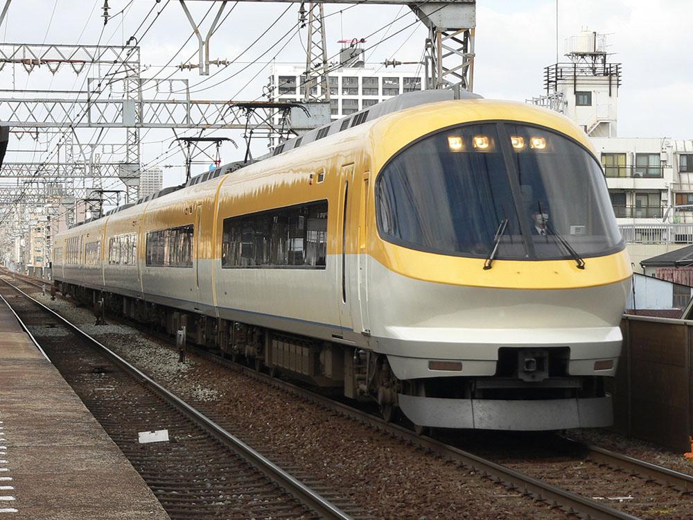 今里を通過する奈良行き特急23000系伊勢志摩ライナー