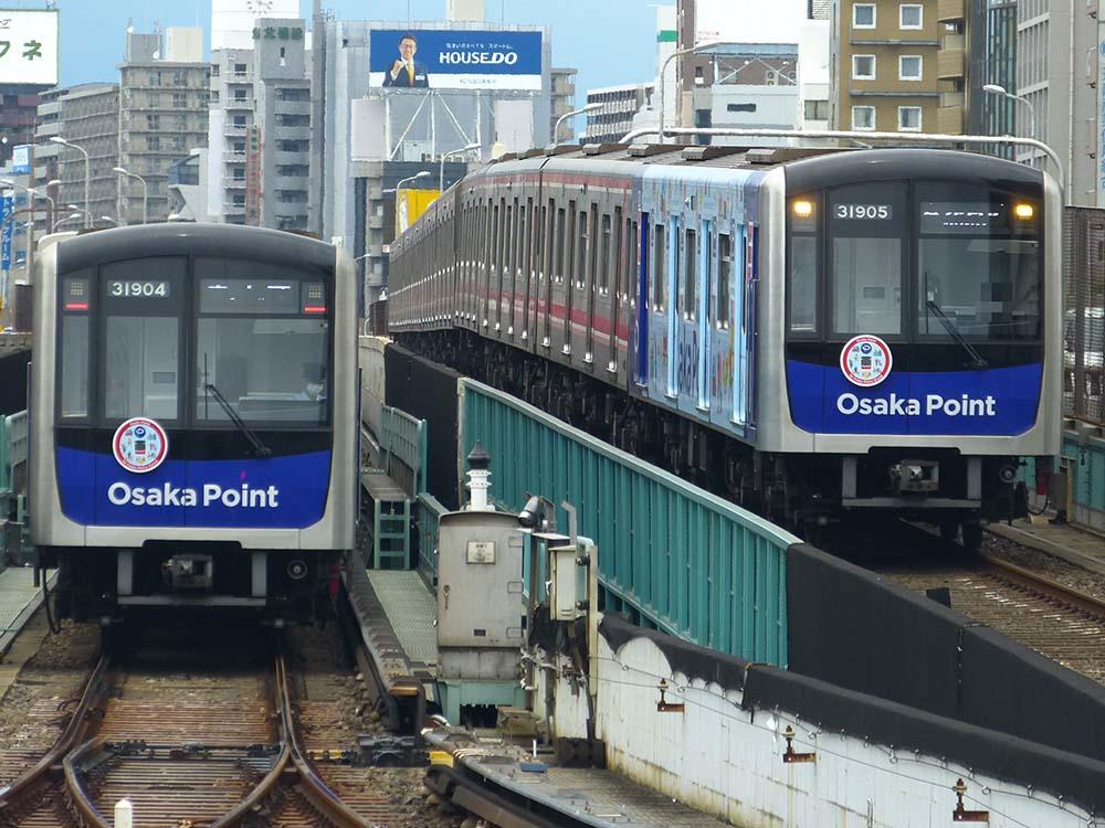 御堂筋線31000系「Osaka Point」ラッピング編成同士の並び 新大阪にて