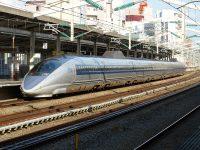 在来線列車に抜かれる『こだま号』